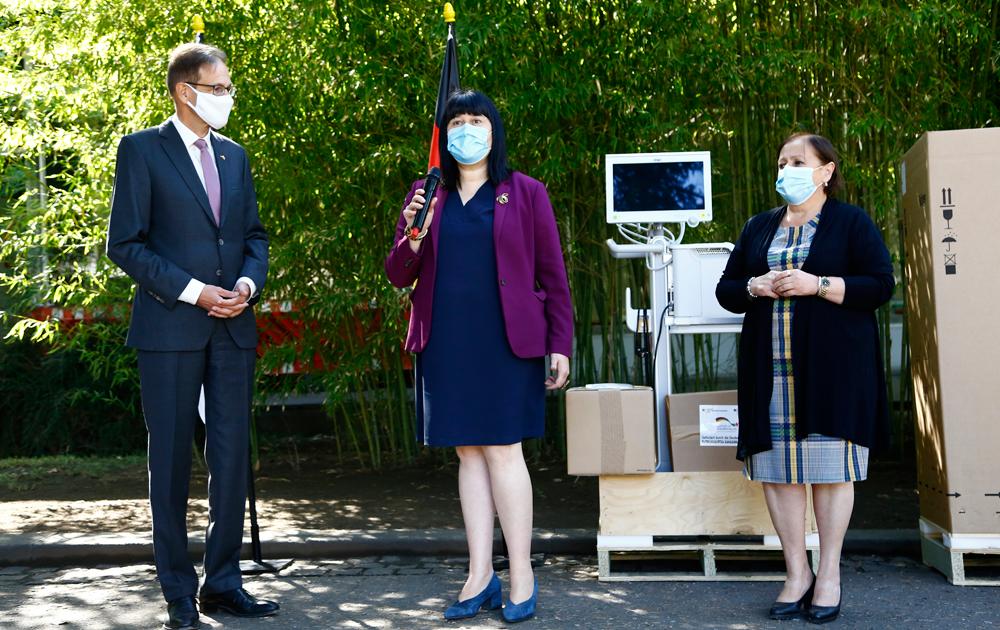 ჯანდაცვის სამინისტრომ ინფექციურ საავადმყოფოს სუნთქვის აპარატები გადასცა