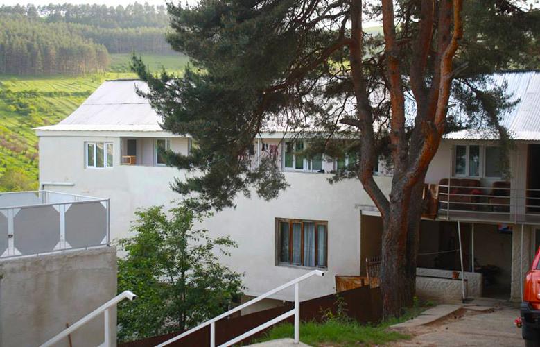 სასტუმრო კიდობანი სურამში