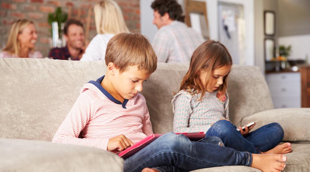 რას იწვევს გაზრდილი საეკრანო დრო და რამდენი ხანი შეიძლება გაატაროს ბავშვმა ეკრანთან